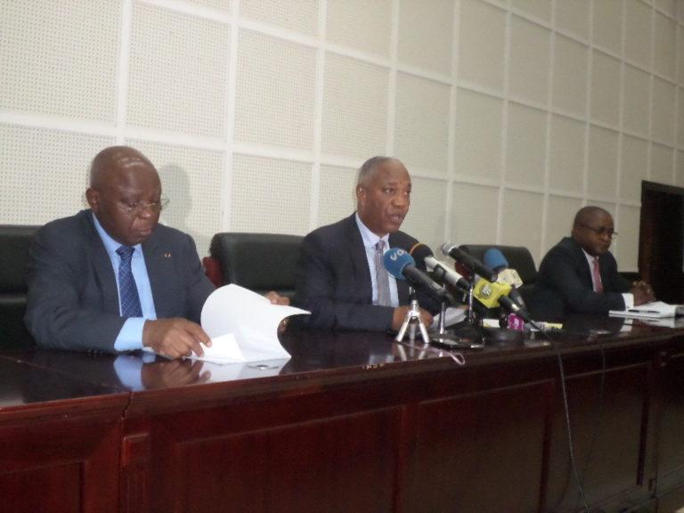 Firmin Ayessa entouré d'Aimé Ange Wilfrid Bininga et de Raymond Mboulou
