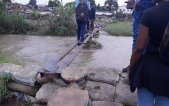 Brazzaville : le business sur les ponts de fortune en temps de pluie