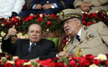 Algérie: Bouteflika lâché par l'armée, sa plus fidèle alliée