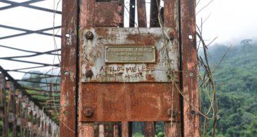 En images – Infrastructures de Sounda : le pont et les vestiges de l'ébauche du barrage